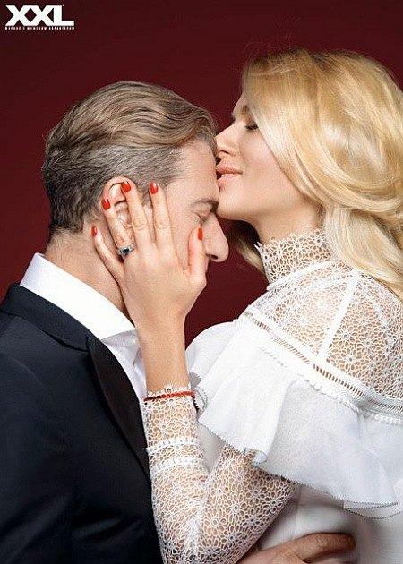 Дважды женатые продюсер Юрий Никитин и певица Ольга Горбачева показали более зрелые чувства...