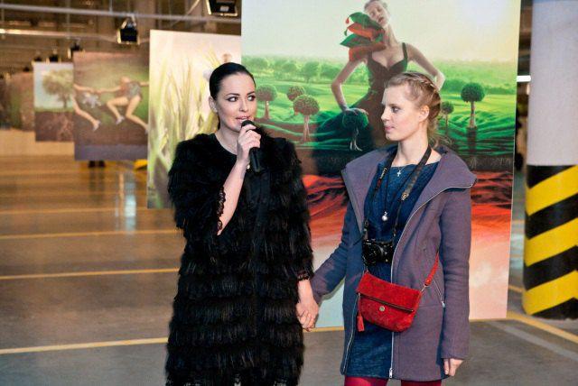 KaSSandra и Даша Астафьева на открытии выставки