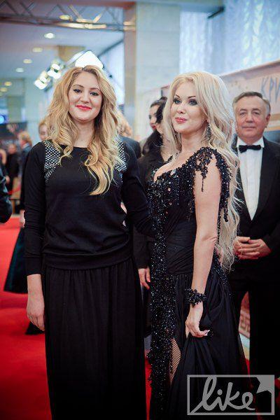 Певица Екатерина Бужинская с сестрой