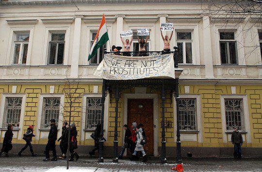 Акция FEMEN в знак протеста высказываний МИДа Индии
