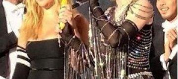 Мадонна сымитировала половой акт на сцене