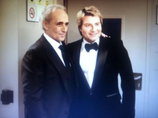 На фото, подозрительно напоминающем фотошоп, Басков обнимается с Хосе Каррерасом