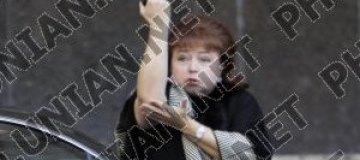 Нина Карпачева показала нецензурный жест чернобыльцам