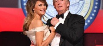 Дональд Трамп скованно станцевал с женой Меланией на балу в честь инаугурации
