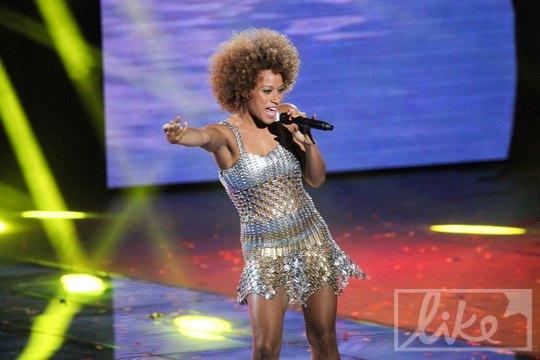 """Исполнительница официального гимна """"Евро-2012"""" Oceana"""