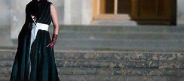 Рианна примерила элегантные наряды от Dior