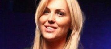 Яна Клочкова похвасталась бюстом в купальнике