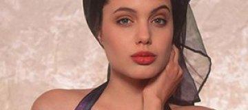 Обнародованы фото 16-летней Анджелины Джоли в купальнике