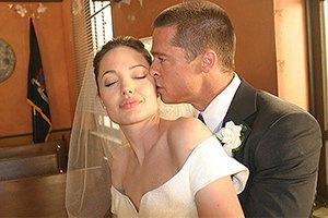 Анджелина Джоли не позвала на свадьбу родного отца