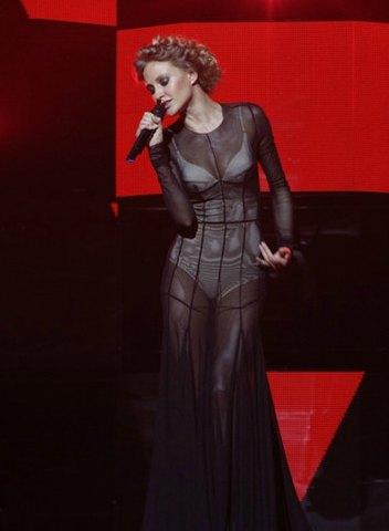 Ева Бушмина поразила откровенным платьем