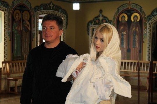 Алексей Азаров и Мика Ньютон стали крестными родителями дочки Нагорного