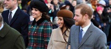 Королева Елизавета в оранжевом, Меган в коричневой шляпе, а Кейт с округлившимся животиком