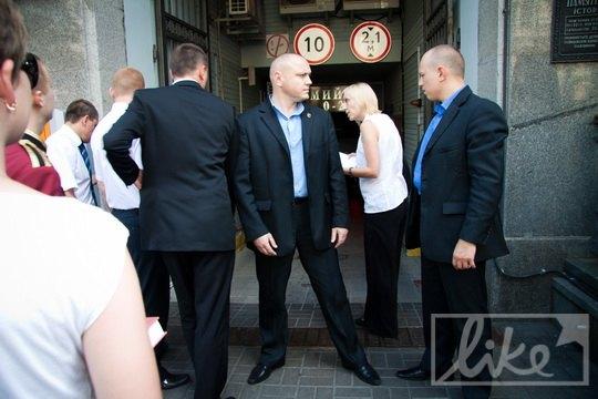В киевское гостинице усилили охрану к приезду Хью Лори