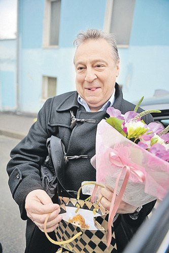 Геннадий Хазанов принес в подарок маленькой Алле-Виктории тряпичную куклу, которую смастерил вместе с внучкой