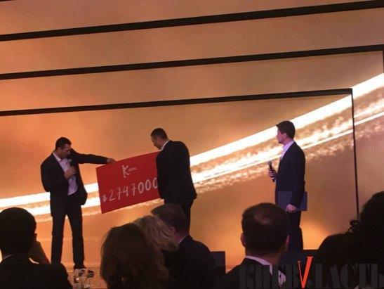 Братья Кличко демонстрируют итоги аукциона
