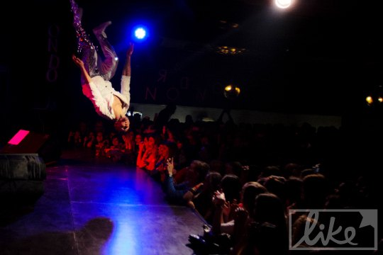 Прыжки на сцене