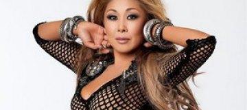 Анита Цой покинула социальную сеть за $1 млн