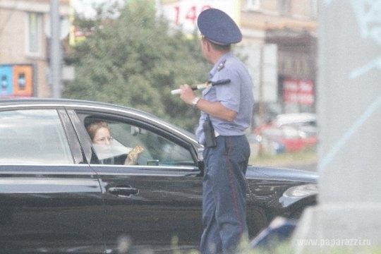 Авто Ксении Собчак остановил сотрудник ДПС
