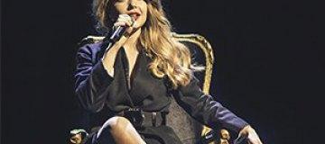 Тина Кароль сделала свое первое селфи на сцене