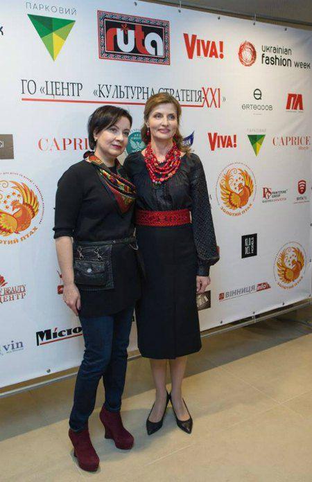 Супруга президента пришла поддержать землячку мужа, дизайнера Людмилу Бушинскую (слева)