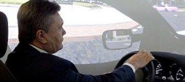 Янукович пересел на болид