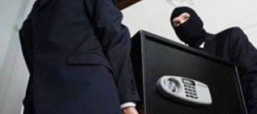 Украинские воры не смогли открыть сейфы и сдали их в металлолом