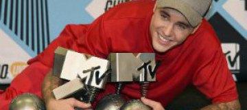 Рианна и Джастин Бибер стали лучшими по версии европейской MTV