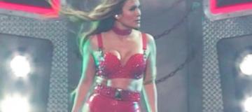 Джей Ло в латексных трусах и алых ботфортах зажгла на благотворительном концерте