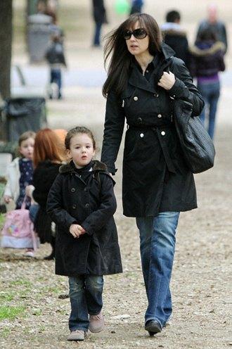 Моника Беллуччи со старшей дочерью