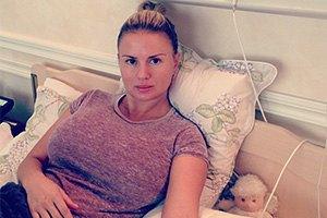 Анна Семенович попала в больницу