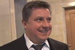 Азаров не выпускает сына из-под контроля