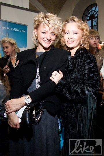 Ольга Крюкова (слева)
