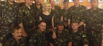 Тоня Матвиенко спела для военных АТО