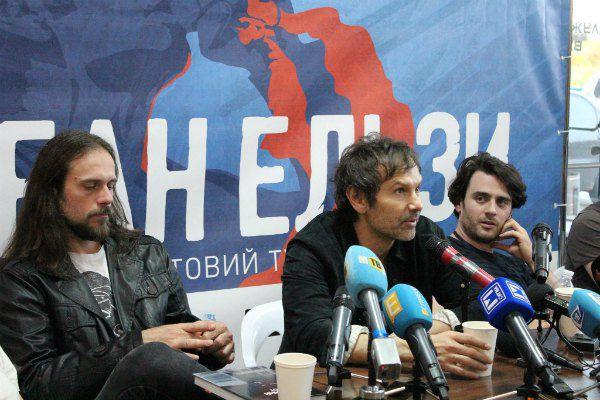 Вкарчук на пресс-конференции очаровывал журналисток