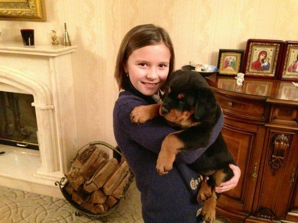 Дочь Олега Ляшко Владислава со щенком