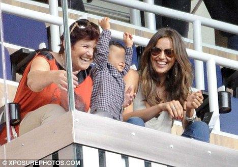 Раньше Ирина Шейк и мама Роналду всегда сидели рядом на матчах