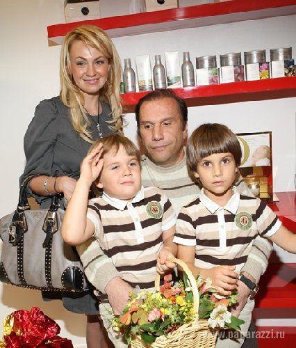 Яна Рудковская с экс-супругом и сыновьями