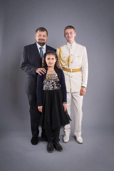 Игорь Мосийчук с дочкой Христиной и сыном Святославом