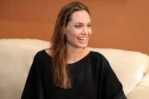 Правая нога Анджелины Джоли завела микроблог