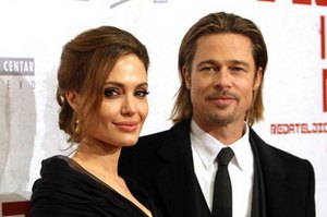 Джоли подарила Питту вертолет