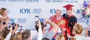 Тесть Джастина Бибера получил почетное звание в Киеве