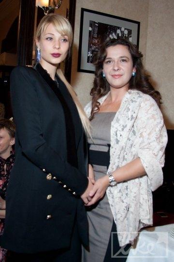 Ольга Янукович позировала фотографам, но на вопросы не отвечала