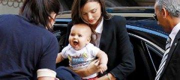 Миранда Керр выгуляла сына в Австралии