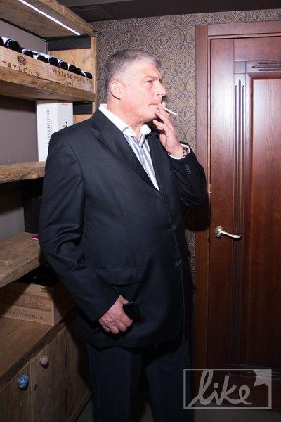 Евгений Червоненко курил прямо в ресторане