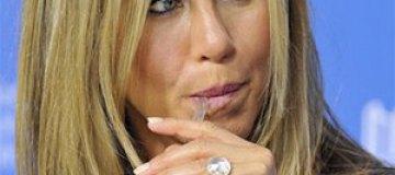 Дженнифер Энистон ест плаценту