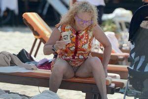 56-летняя Долина поразила поклонников фотографией с пляжа