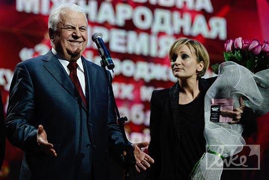 Первый президент Украины Леонид Кравчук и французская певица Патрисия Каас