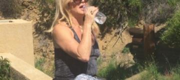 70-летняя Голди Хоун показала фигуру в купальнике