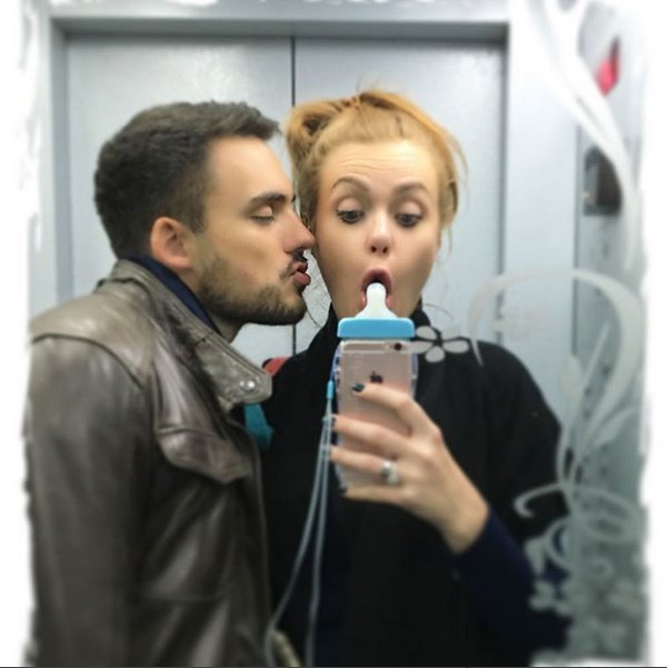 """Слава из """"НеАнгелов"""" развлекалась с мужем и новым чехлом для телефона в лифте"""