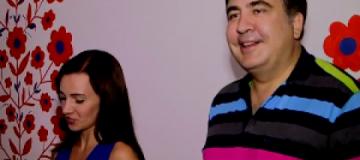 """Саакашвили среди ночи поженил пару в своей """"хате бракосочетаний"""""""